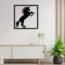 Çerçeve İçinde Ayakları Havada Unicorn Duvar Aksesuarı Ahşap Tablo 50x50cm