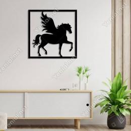 Çerçevede Kanatları Açık Pegasus Atı Duvar Oda Aksesuarı Ahşap Tablo 50x50cm