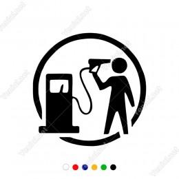 Benzin Pompası İle İntihar Eden Sticker Yapıştırma