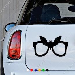 Gözlüğün Üstünde Batman Logosu Olan Sticker