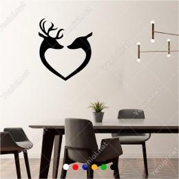 Kalp Şeklinde Duran Birbirine Aşık Geyikler 50x60 cm Duvar Sticker