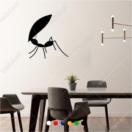 Kendisinden Büyük Yaprağı Taşıyan Karınca 55x60 cm Duvar Sticker