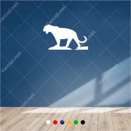 Taşların Üzerinde Gezine Aç Avcı Aslan 60x30 cm Duvar Sticker