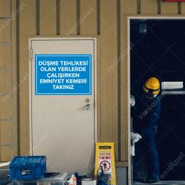 Düşme Tehlikesi Olan Yerlerde Çalışırken Emniyet Kemeri Takınız Levhası